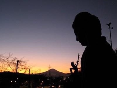 夕焼けと大仏と富士山